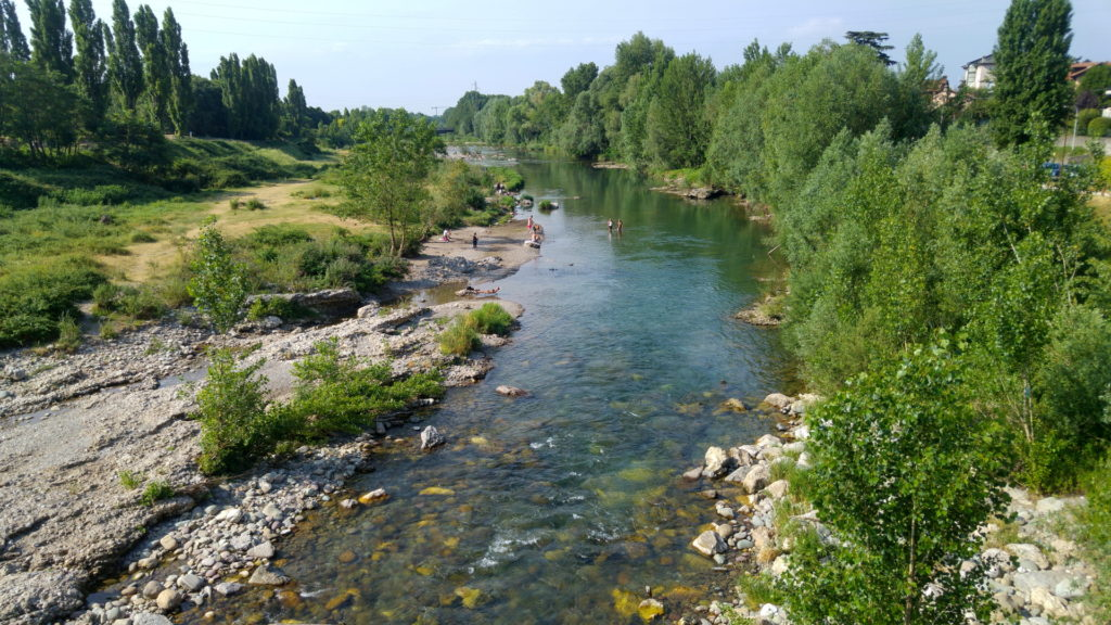 Vista da un ponte sul fiume Serio che dà nome alla Val Seriana