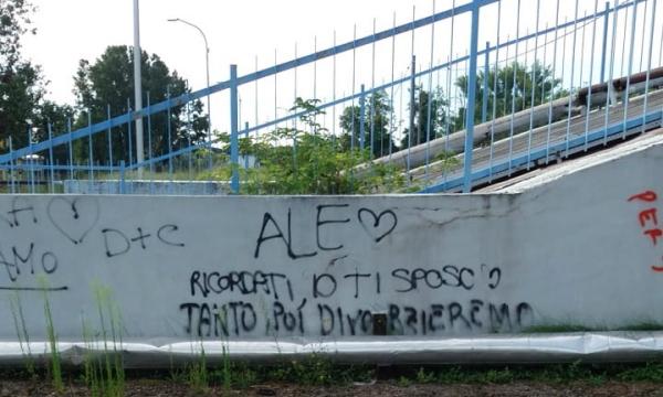 Una scritta sul muro a Ostiglia